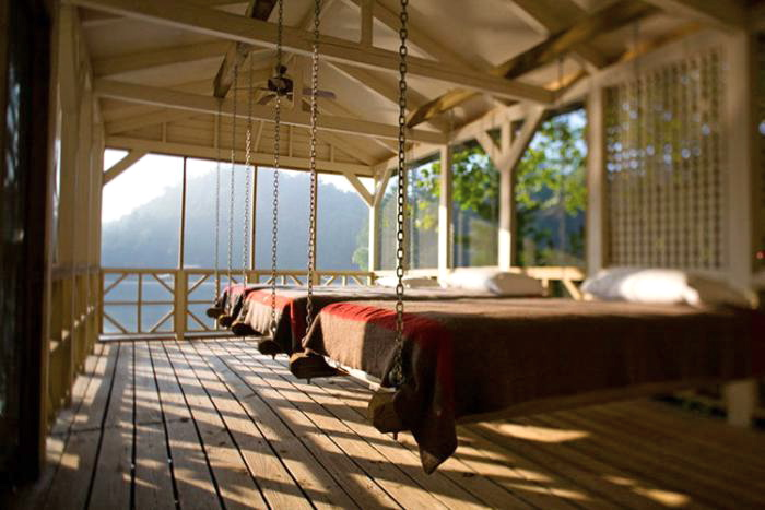 www.remodelista.com/posts/5-favorites-screened-sleeping-porches