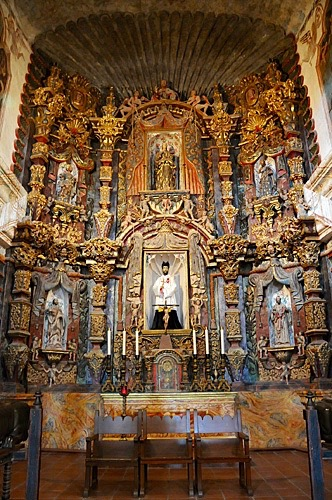 Ssn Xavier Mission - interior Front Altar -http://www.celebratebig.com/mission-san-xavier-del-bac-in-tucson/